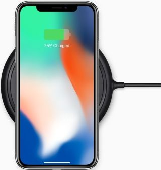 iPhone sur son chargeur à induction