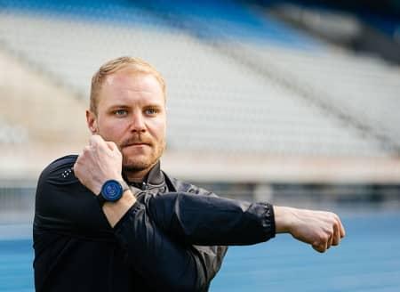 Sportif portant une montre Polar Vantage