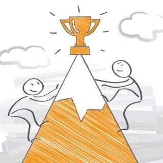 hommes motivés gagnant compétition sommet montagne