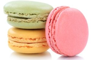 3 colored macaroons